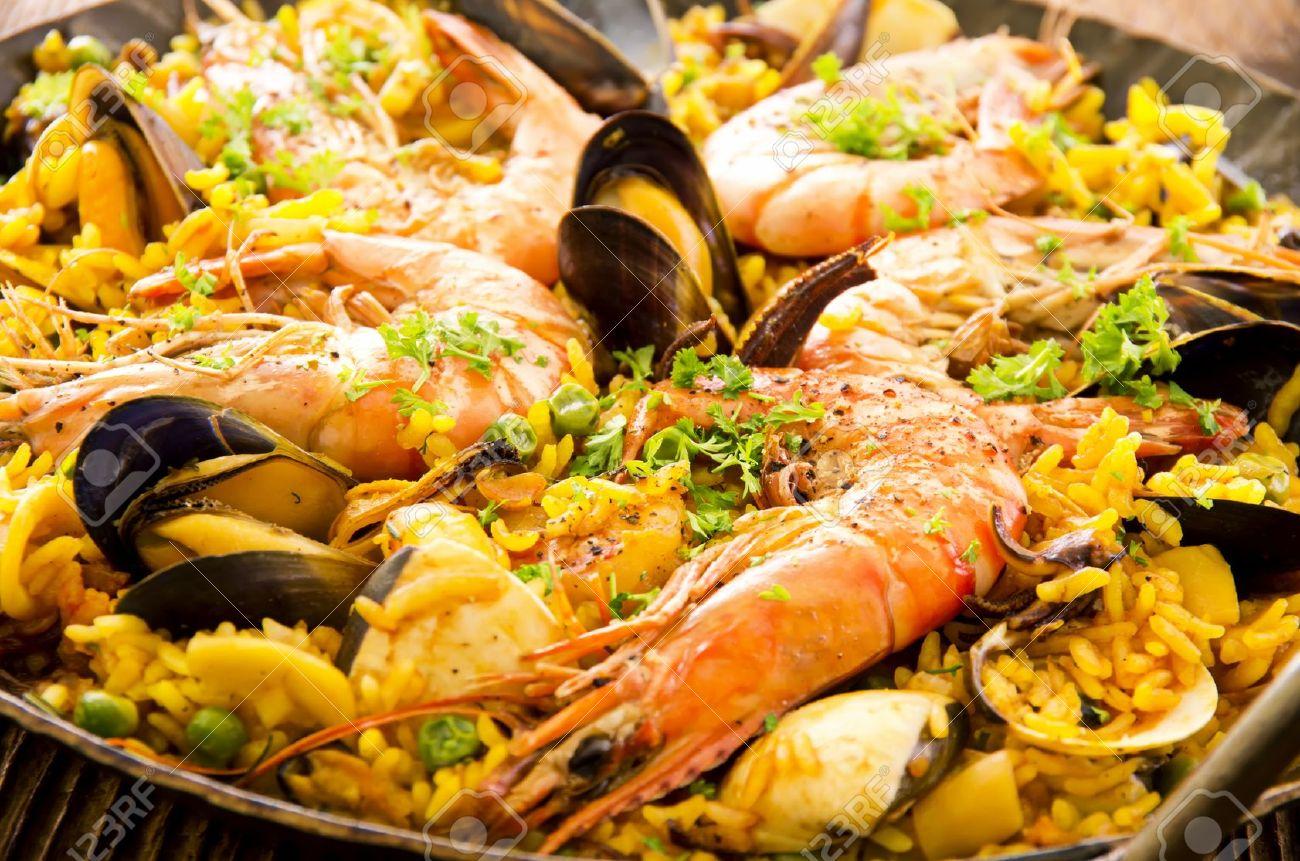 16269084-paella-di-pesce-Archivio-Fotografico
